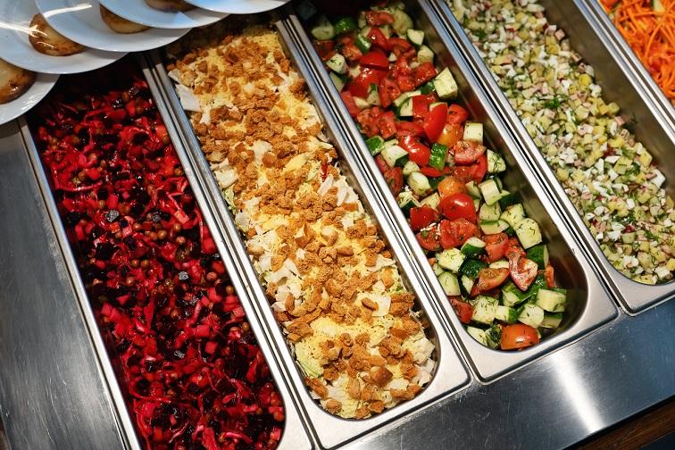 Широкий выбор блюд кафе «Сытный дворик»